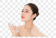 女性肌肤美白补水图片