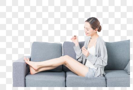 女性涂指甲图片