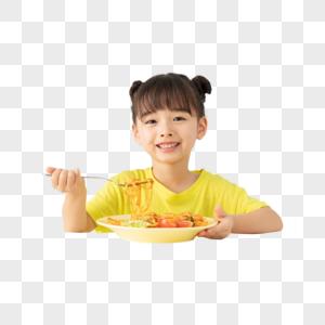 小女孩开心吃着面条图片