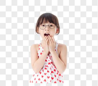 戴眼镜小女孩惊讶表情图片
