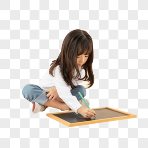 小女孩坐在地上画画图片