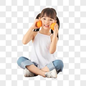 小女孩手拿橙子图片