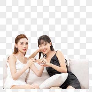 青年女生闺蜜一起涂手指甲图片