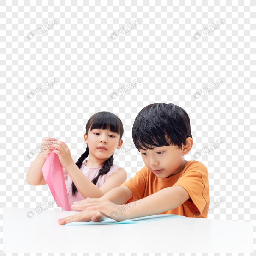 儿童暑假居家叠纸飞机图片