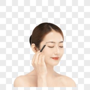 女性使用眉笔画眉图片