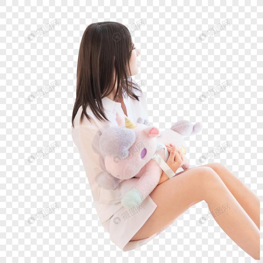 居家女性抱着独角兽图片