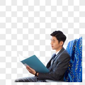 商务男性高铁办公看文件图片