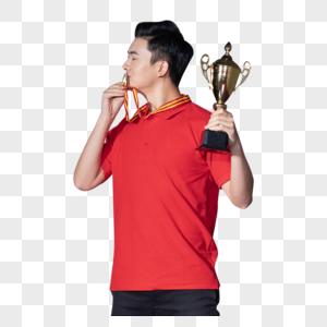亲吻奖牌的乒乓球运动员图片