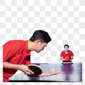 乒乓球训练的青年男女图片