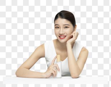 青年女性护肤产品化妆品套装展示图片