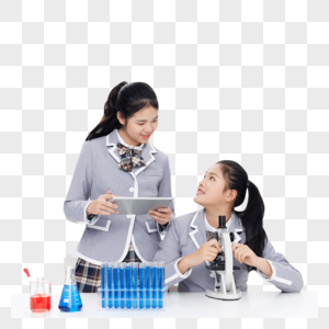 记录实验数据的青少年女学生图片