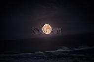 夜晚下的月亮图片