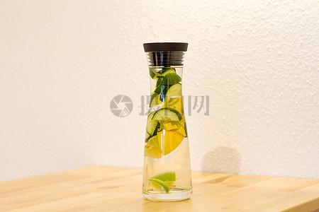 排毒鲜柠檬饮料图片