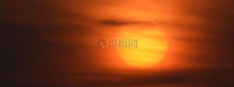 夕阳下的天空图片