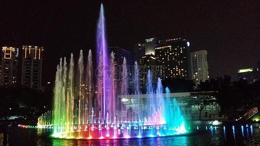 五彩缤纷的音乐喷泉图片
