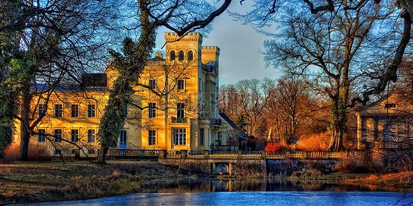 郊外美丽的城堡图片