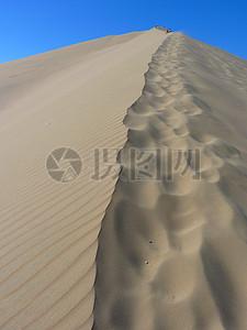 高耸的沙丘岭图片