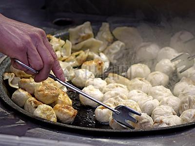 中国油煎饺子场景图片