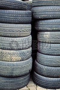 叠在一起的轮胎图片