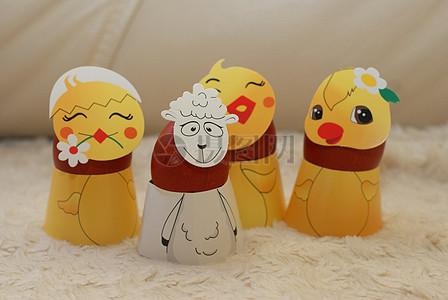 有四个不同的复活节彩蛋图片