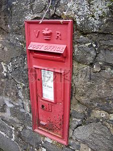 墙壁上孤独的邮政信箱图片