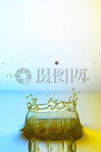 高速度流动的水滴图片