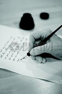 手写的黑白信件图片