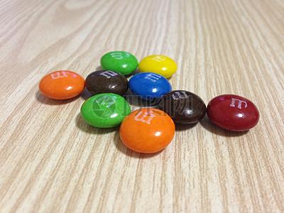 五彩缤纷的巧克力图片
