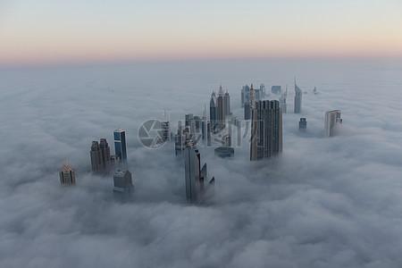 高耸入云的建筑物图片