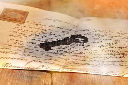 信件上的钥匙图片