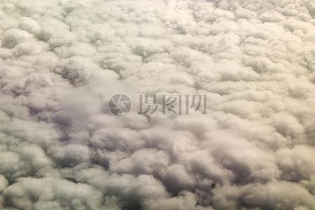 白云朵朵的天空图片