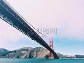 湖面上架起的大桥图片