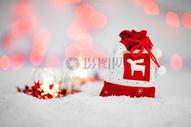 雪地里的福袋图片
