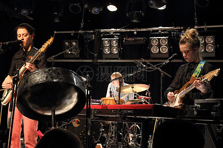 摇滚音乐选手图片