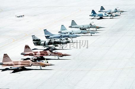 一排排飞机图片