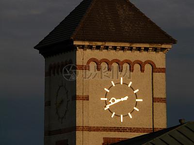 钟楼上的时钟图片