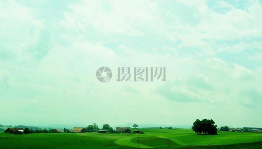 天空下的阿尔高图片