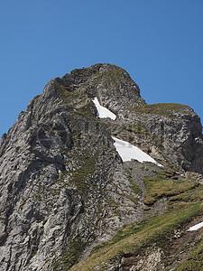 贫瘠的高山之巅图片
