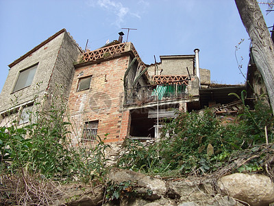 荒废的郊外建筑图片