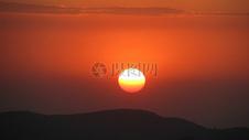 夕阳下的风景图片