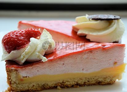特写镜头前的草莓蛋糕图片