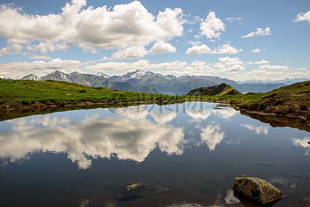安静的大湖泊图片
