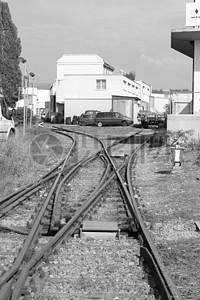 交叉的火车铁轨图片