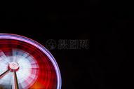 旋转中的摩天轮图片
