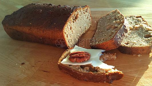 自制美味的荞麦面包图片