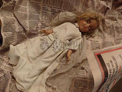 一个美丽的瓷娃娃图片