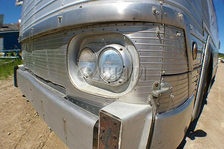 老旧汽车的车灯图片