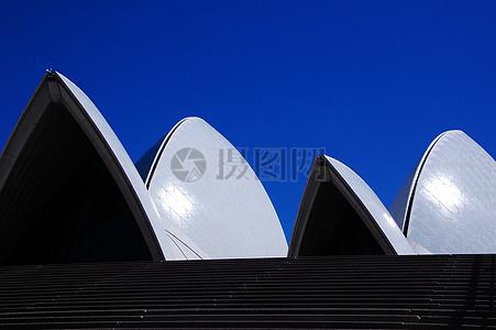 蓝天下的悉尼歌剧院图片