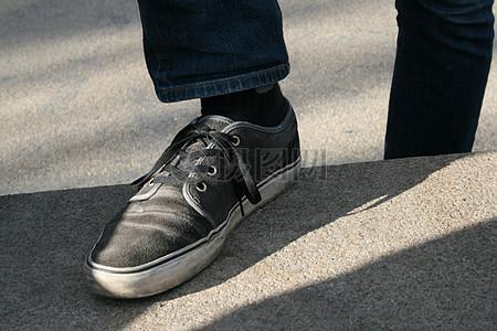 阳光下的滑板鞋图片