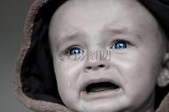 哭泣的婴儿图片